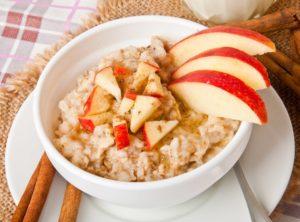 Apfel-Porridge mit Mandeln Rezept