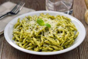 Glutenfreie Pasta mit Pesto