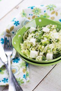Krautsalat mit Schafskäse und Peperoni
